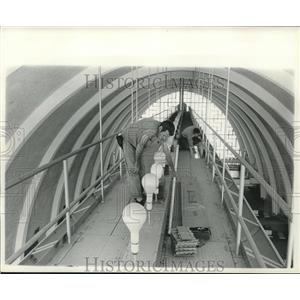 1961 Press Photo Ralph Cox & Raymond Sylvia change airport lights. - nob02674