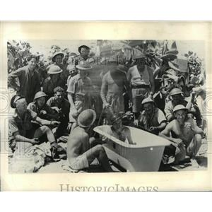 1941 Press Photo Members of Australian Army take a bath from AIF Pumping Station