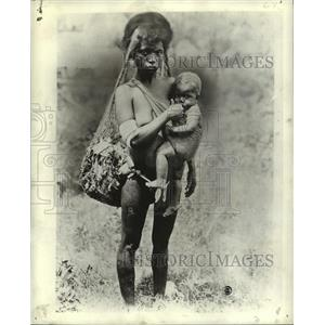 1944 Press Photo Thirteen year old girl with her baby on Western Solomon island