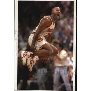 1994 Press Photo Houston Rockets basketball player, Mario Elie, jumps for joy