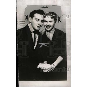 1954 Press Photo Darryl Glenn singer - RRW98523