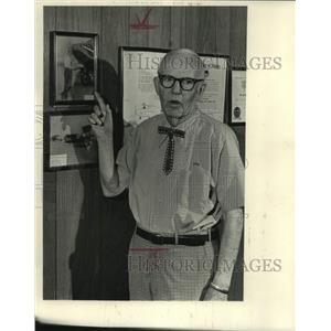 1985 Press Photo Roy Bridges' office wall with his flyer photos, Alabama