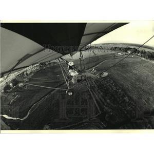 1993 Press Photo Sentinel reporter Meg Jones flies in a ultralight glider