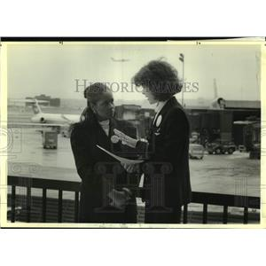 1990 Press Photo Doris Johnson and Tommie Hutto-Blake of the American Airlines
