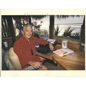 1989 Press Photo Allen Neuharth USA tree house cocoa - RRV91933