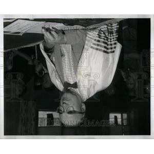 1958 Press Photo Paul Hartman Jewish Home High Holiday - RRU94877