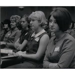 1966 Press Photo Girls YWCA Chicago Symposium - RRX16785