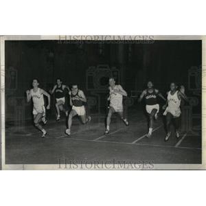 1961 Press Photo Loyola's Jim Dwyer winner 60-yard dash - RRU87683