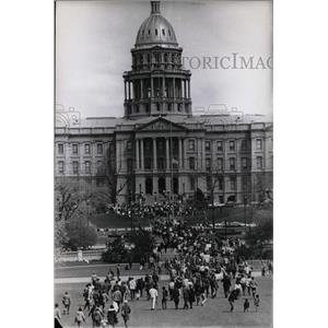 191969 Press Photo Vietnam Riots policy Denver Colo War - RRX66033