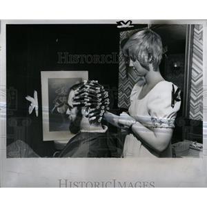 1974 Press Photo B Hieger Hair Permanent Detroit Salon - RRW84407