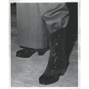 1972 Press Photo Black Suede Cowboy Boots Platform Heel - RRU73587