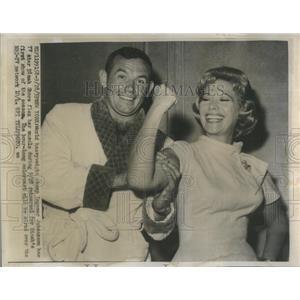 1959 Press Photo New York World Heavy Ingemar Johansson Dinah Store - RSC37039
