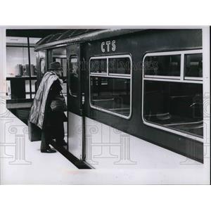 1969 Press Photo James Frankel at Airport - nea58283
