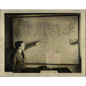 1924 Press Photo JC Gilbert of Radio News Market Service Showing Map