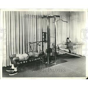 1971 Press Photo Master Gym Equipment Demonstration - RRT28581