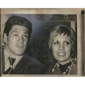 1971 Press Photo Heavyweight Oscar Bonavena Wife Lost - RRS08311