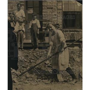 1920 Press Photo Girl starting a garden on JR Burn home.