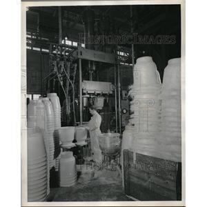 1957 Press Photo Goodyear Aircraft Corp. plastic testing in Akron, Ohio