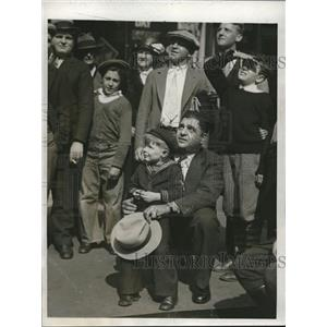 1932 Press Photo Shipwreck Kelly Sits on Flagpole T Seabeck, Tom Kelly, Boston