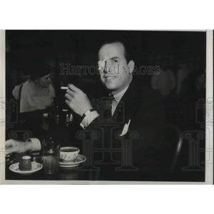 1933 Press Photo Movie Flk at Lunch