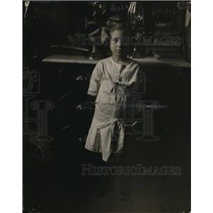 1915 Press Photo young girl Irene Driscall resident of West Adams St, Chicago