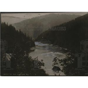 1918 Press Photo Scenic River, Mountains