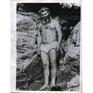 1956 Press Photo Christos Goutas Caveman Wearing Loincloth At Macedonian Home