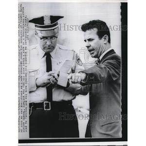 Press Photo Reverend Andrew Foreman With New Orleans Cop