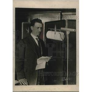 1922 Press Photo Mr. Herschel Jones responsible for sending Market via Radio.