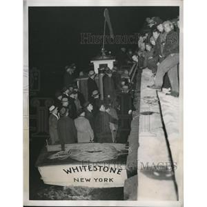 1938 Press Photo Floyd Bennett Field NY passengers for flying boat