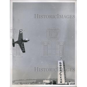 1948 Press Photo Goodyear Midget plane race winner Bob Downey in Cleveland