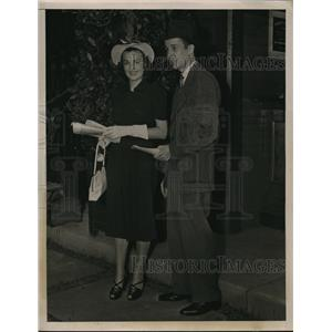 1938 Press Photo Mr. and Mrs. Alfred Gwynne Vanderbilt at Saratoga Opening