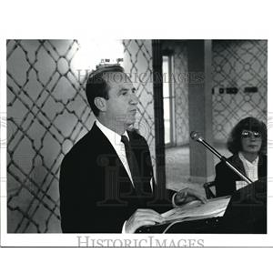 1991 Press Photo Charles Duffy speaks on federal contract compliance programs.