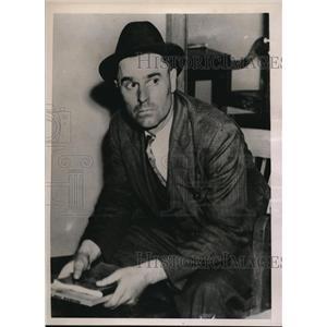 1936 Press Photo William Guthrie Questioning in Detroit, MI - ned09618
