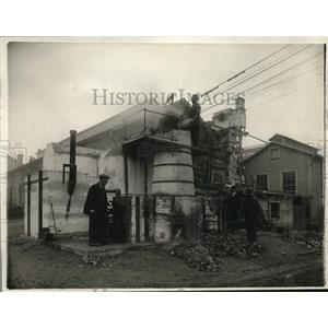 1920 Press Photo New process to extract phosphates at fertilizer plant