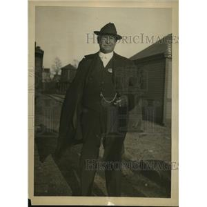 1920 Press Photo Capt Robinson secret service on Charles Graneis in Mass