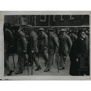 1920 Press Photo Wounded men marching through Westminster