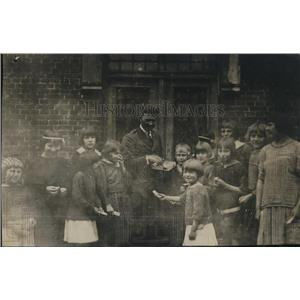 1921 Press Photo Thirteen of Josephine Tarkowski's fourteen war orphans