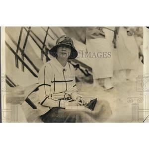 1923 Press Photo Mrs. John McCormick on the Beach at Miami