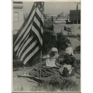 1918 Press Photo Children Playing War Junior Red Cross American Flag