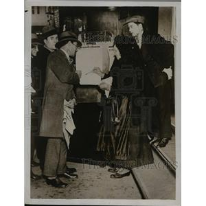 1931 Press Photo Paris France Tote booth at cinemas for bet placing