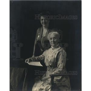 1919 Press Photo Miss Bina M. West and mother