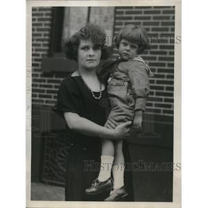 1912 Press Photo Mrs.Bernard Black and son she reclaimed at Ellis Island
