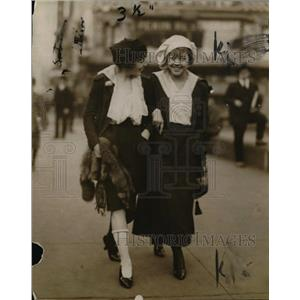 1916 Press Photo Young lady paying off freak election bet