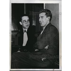 1934 Press Photo Robert Gordon Switz with Lawyer Maitre Klotz facing Charges