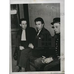 1934 Press Photo Robert Gordon Switz Suspect in Spy Case and Maitre Klotz Paris