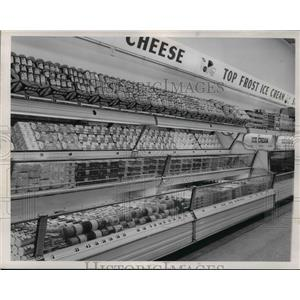 1954 Press Photo Cleveland Pick-n-Pay Grocery Store Dairy Department