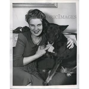 1947 Press Photo Washington DC, Mrs Ralph Briggs blind wife Navy Warrant Officer