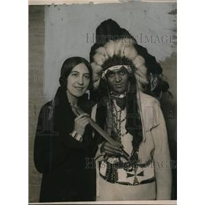 1922 Press Photo Native American Chief Red Wing, Wife Marian Stehlick