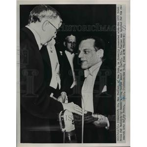 1951 Press Photo Stockholm Dr Max Theiler of NY Nobel Medicine from King G Adolf
